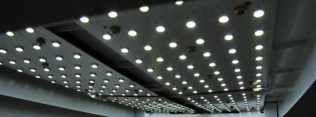 216 LED-UV-Dioden im greenUnit Zimmergewächshaus, mit 35 Watt sehr energieeffizient